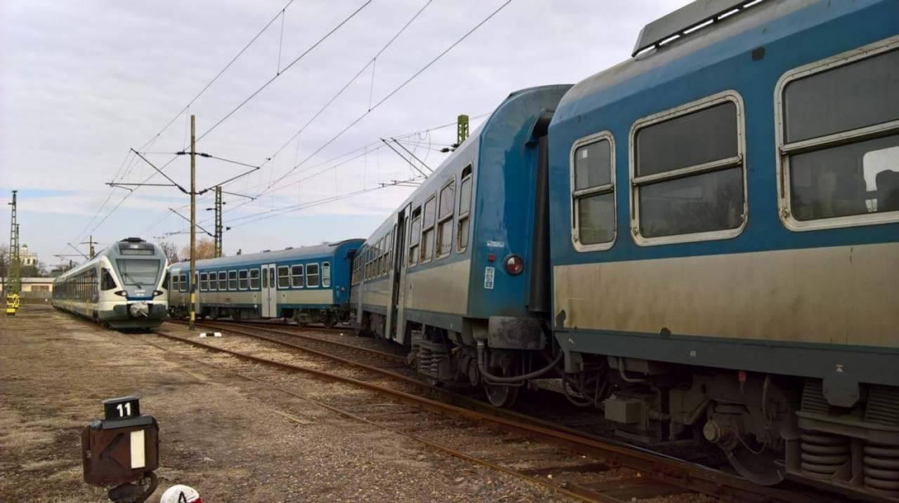 kisiklott vonat
