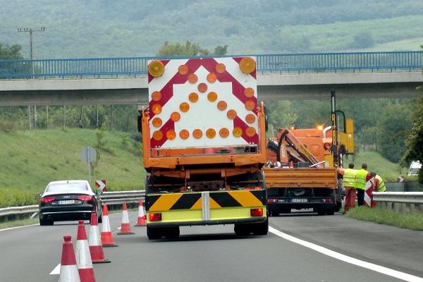 Egy sávra szűkül az M3-as autópálya a Borsókúti pihenőnél