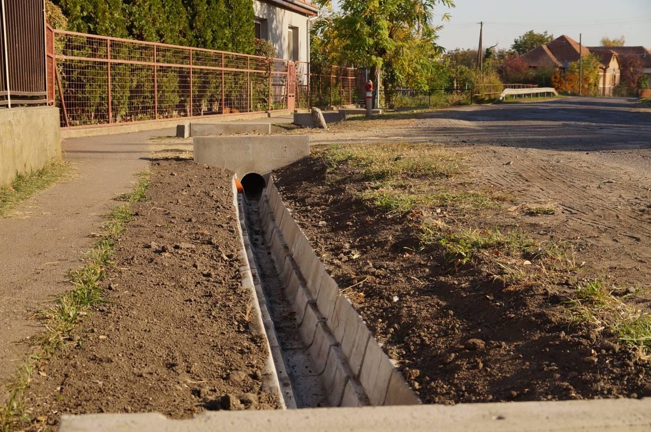 Felújítják a felszíni vízelvezetési rendszert Átányban