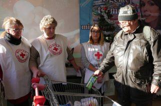 Mert adni jó! Adományt gyűjt a Vöröskereszt