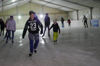 Birtokba vették a korcsolyázók a jégpályát