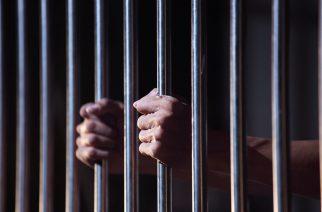 Egy év börtön maszturbálásért