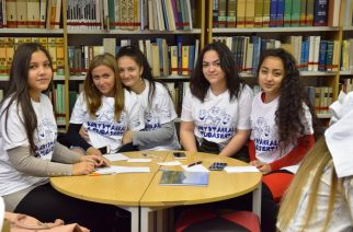 A helyi bibliotékával ismerkednek az iskolások