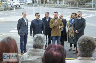 Jelzőlámpás kereszteződés és új gyalogosátkelő segíti a közlekedést a Sas úton